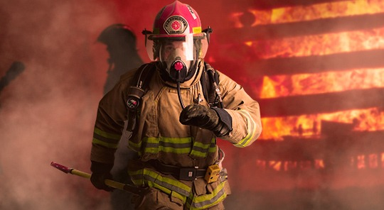 Personal durante un incendio con equipo de respiración autónoma.